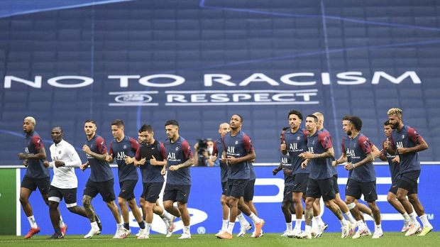 PSG players take part during a training session at the Luz stadium in Lisbon, Tuesday Aug. 11, 2020. PSG will play Atalanta in a Champions League quarterfinals soccer match on Wednesday. (David Ramos/Pool via AP)