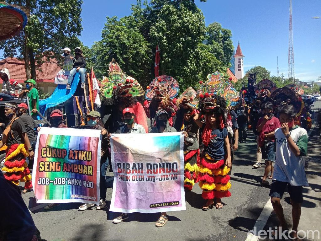 Jalan dari Grahadi ke Balkot Surabaya, Pekerja Seni Tuntut Perwali 33 Dihapus