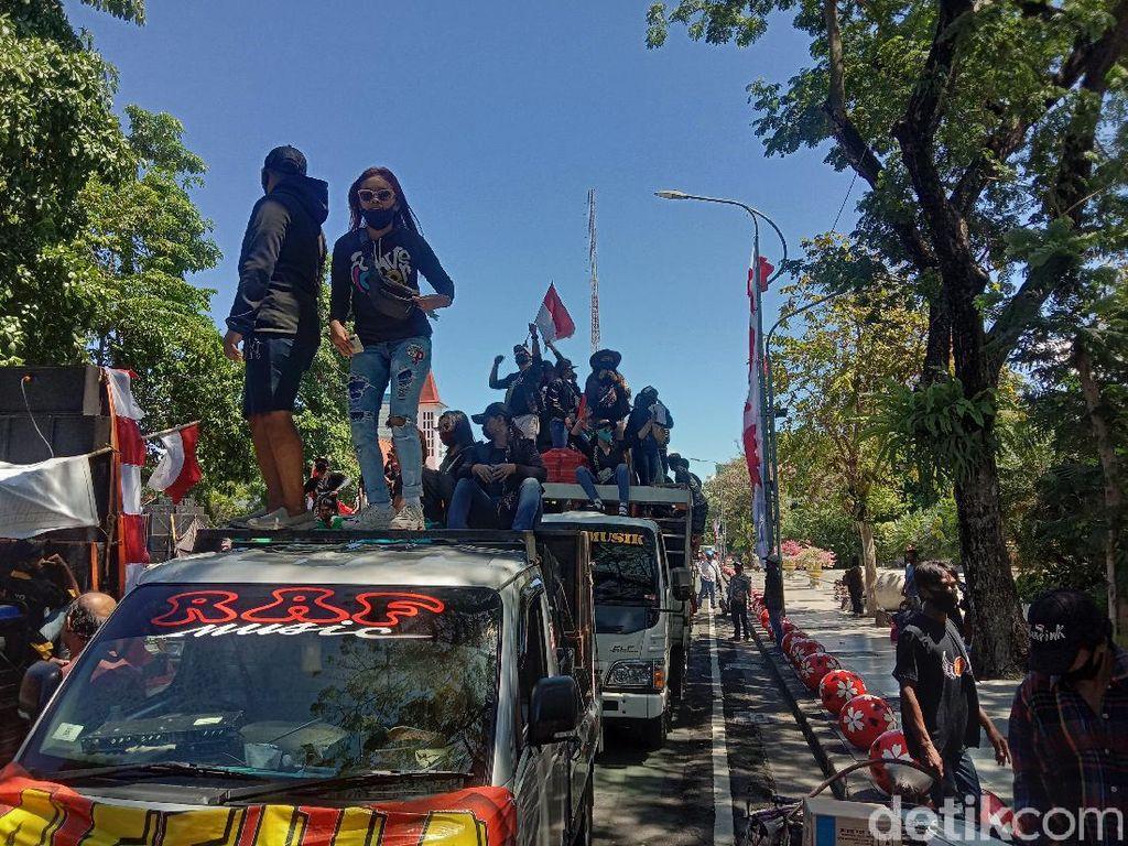 Pemkot Surabaya Dikepung Mobil Sound System