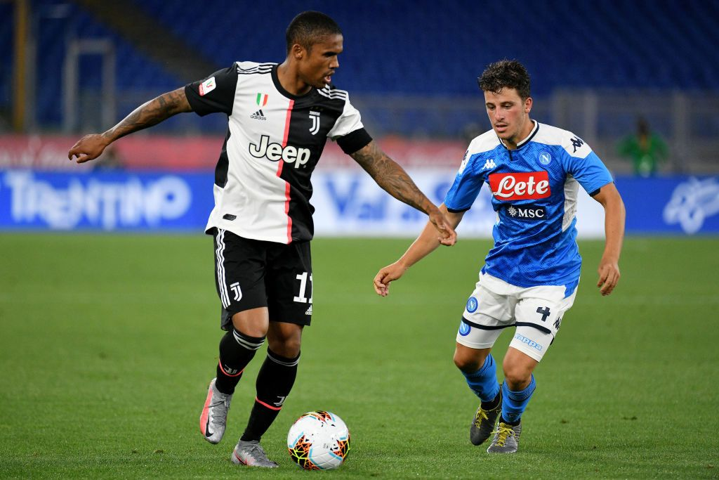 ROME, ITALY - JUNE 17:  Douglas Costa of Juventus fights for the ball with Diego Demme of SSC Napoli during the Coppa Italia Final match between Juventus and SSC Napoli at Olimpico Stadium on June 17, 2020 in Rome, Italy.  (Photo by Marco Rosi/Getty Images)