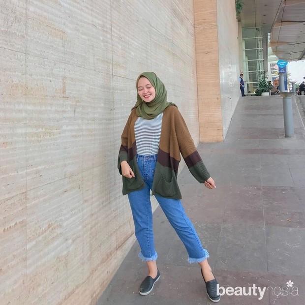 menggunakan hijab hijau daun