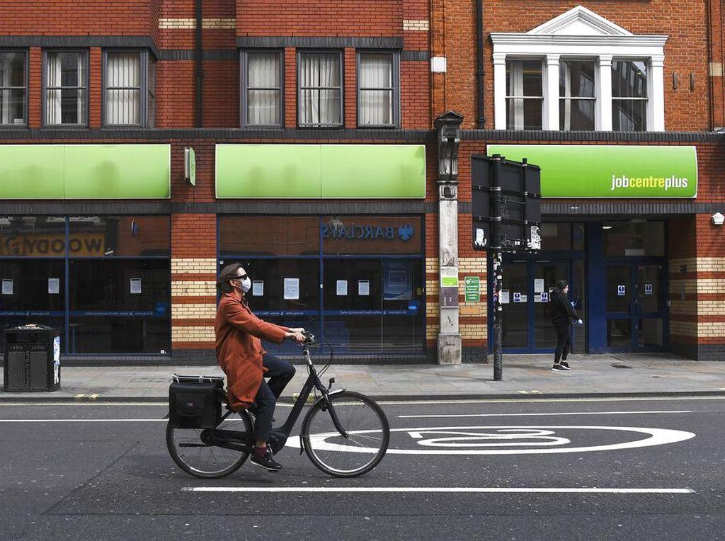 COVID Ganas Lagi, Ekonomi Inggris Bisa Kembali ke Dasar Jurang Resesi