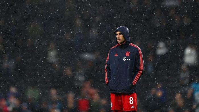 LONDON, ENGLAND - OCTOBER 01: Javi Martinez of FC Bayern Munich looks on prior to the UEFA Champions League group B match between Tottenham Hotspur and Bayern Muenchen at Tottenham Hotspur Stadium on October 01, 2019 in London, United Kingdom. (Photo by Dan Istitene/Getty Images)