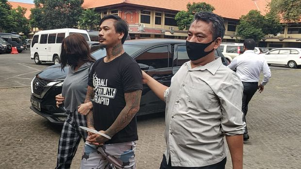 Jerinx ditahan di rutan Polda Bali.