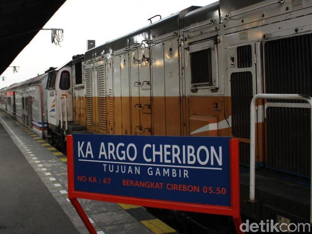 4 Bulan Tak Beroperasi, KA Argo Cheribon Kembali Angkut Penumpang