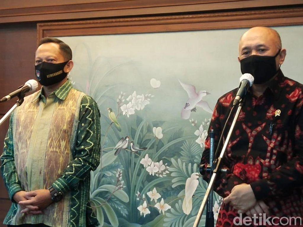 Tito ke Kantor Teten, Bahas UMKM hingga PKK Bagi-bagi Masker
