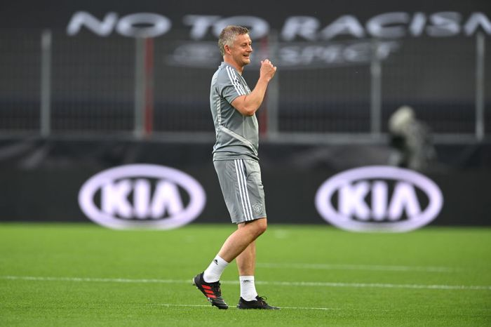COLOGNE, GERMANY - AUGUST 09: Ole Gunnar Solskjaer, Manager of Manchester United looks on during a training session ahead of their UEFA Europa League Quarter Final match against FC Kobenhavn at RheinEnergieStadion on August 09, 2020 in Cologne, Germany. (Photo by Sascha Steinbach/Pool via Getty Images)