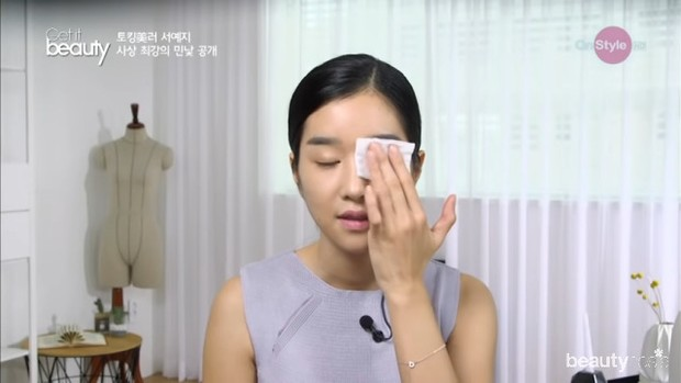 Pembersihan Kulit Wajah Seo Ye Ji/ Foto: Youtube.com