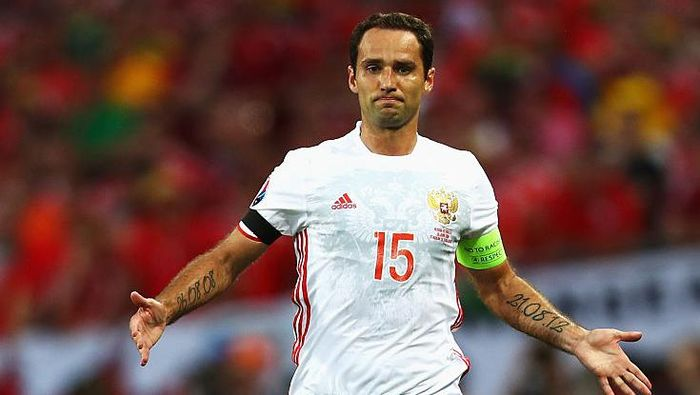 TOULOUSE, FRANCE - JUNE 20:  Roman Shirokov of Russia in action during the UEFA EURO 2016 Group B match between Russia and Wales at Stadium Municipal on June 20, 2016 in Toulouse, France.  (Photo by Dean Mouhtaropoulos/Getty Images)