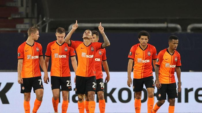 GELSENKIRCHEN, GERMANY - AUGUST 11: Alan Patrick of Shakhtar Donetsk celebrates after scoring his sides third goal during the UEFA Europa League Quarter Final between Shakhtar Donetsk and FC Basel at Veltins-Arena on August 11, 2020 in Gelsenkirchen, Germany. (Photo by Wolfgang Rattay/Pool via Getty Images)