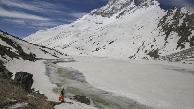 Mouni Baba, a Hindu holy man, fetches water from a stream at the feet of Mount Shivling in Tapovan, at an altitude of 4500 meters in the northern Indian state of Uttarakhand, Friday, May 10, 2019. Mouni Baba, on a silent vow, has been meditating in Tapovan for years, even during the long months when winter makes the place inaccessible. Tapovan is located just above Gangotri glacier, which is one of the primary sources of water for the Ganges. (AP Photo/Altaf Qadri)
