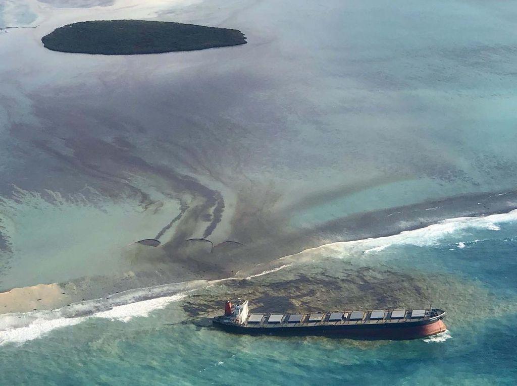 Parah! 1.200 Ton Minyak Tumpah di Laut Mauritius
