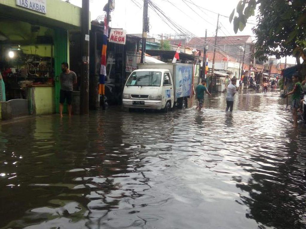 Hujan Deras Guyur Jakarta, Jalanan di Bukit Duri Sempat Banjir