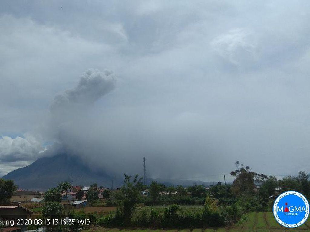 Gunung Sinabung Erupsi Keempat Kali, Kolom Abu Capai 2.000 Meter