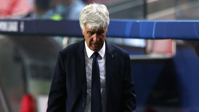 LISBON, PORTUGAL - AUGUST 12: Gian Piero Gasperini, Manager of Atalanta reacts to defeat after the UEFA Champions League Quarter Final match between Atalanta and Paris Saint-Germain at Estadio do Sport Lisboa e Benfica on August 12, 2020 in Lisbon, Portugal. (Photo by Rafael Marchante/Pool via Getty Images)