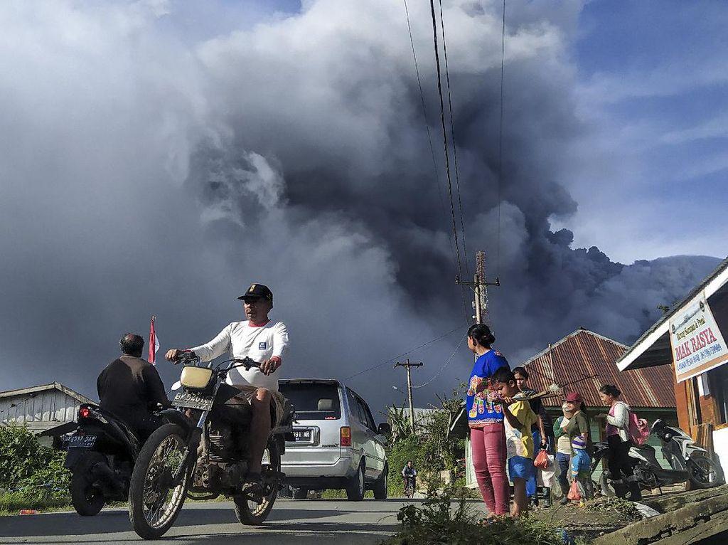 Gunung Sinabung Masih Siaga, PVMBG Ingatkan Bahaya Awan Panas