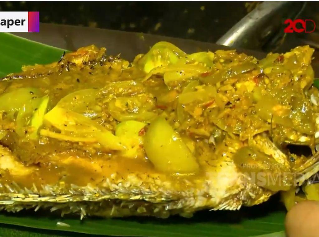 Bikin Laper! Kalap Makan Gurame Nyat Nyat hingga Bebek Asap Bali