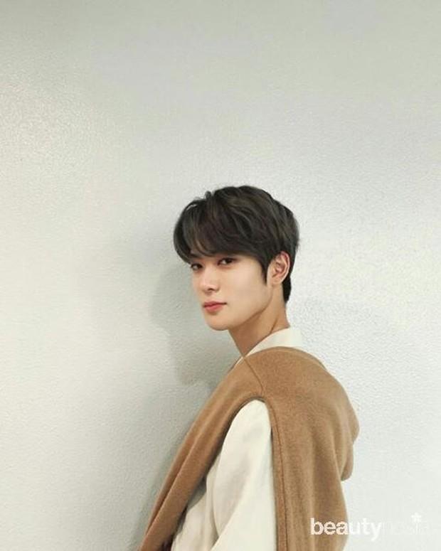 Sebelumnya bernama Jung Jaehyun kemudian diganti menjadi Yoon Oh.