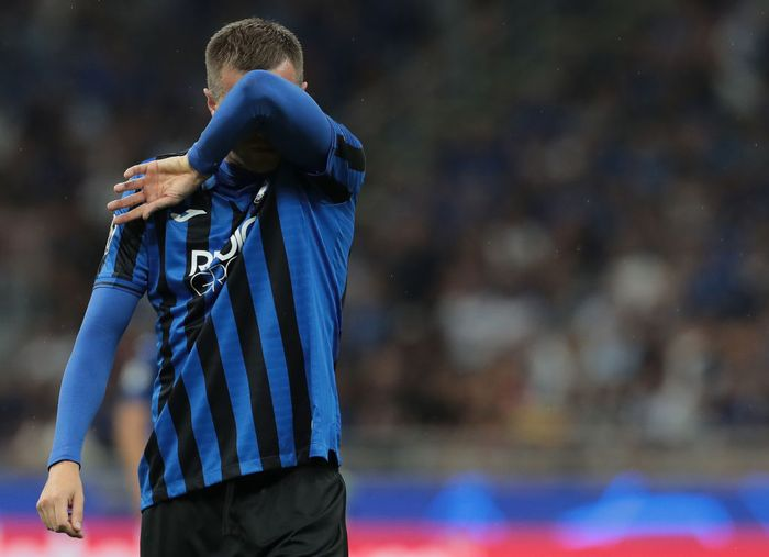 MILAN, ITALY - OCTOBER 01:  Josip Ilicic of Atalanta BC reacts after misses a penalty kick during the UEFA Champions League group C match between Atalanta and Shakhtar Donetsk at Stadio Giuseppe Meazza on October 1, 2019 in Milan, Italy.  (Photo by Emilio Andreoli/Getty Images)