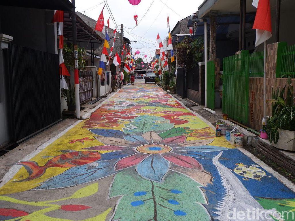 Semarak Agustusan, Kampung Ini Jadikan Jalan Berwarna-Warni