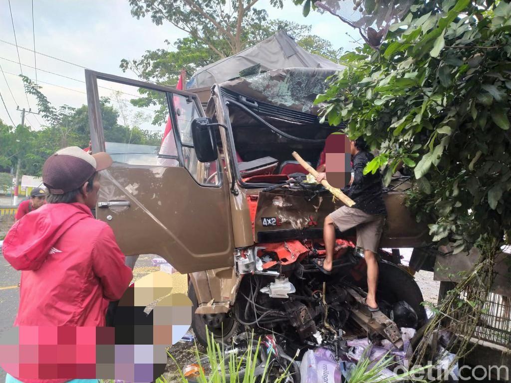 Polisi Amankan Sopir Truk Rem Blong yang Tewaskan 5 Orang di Jember