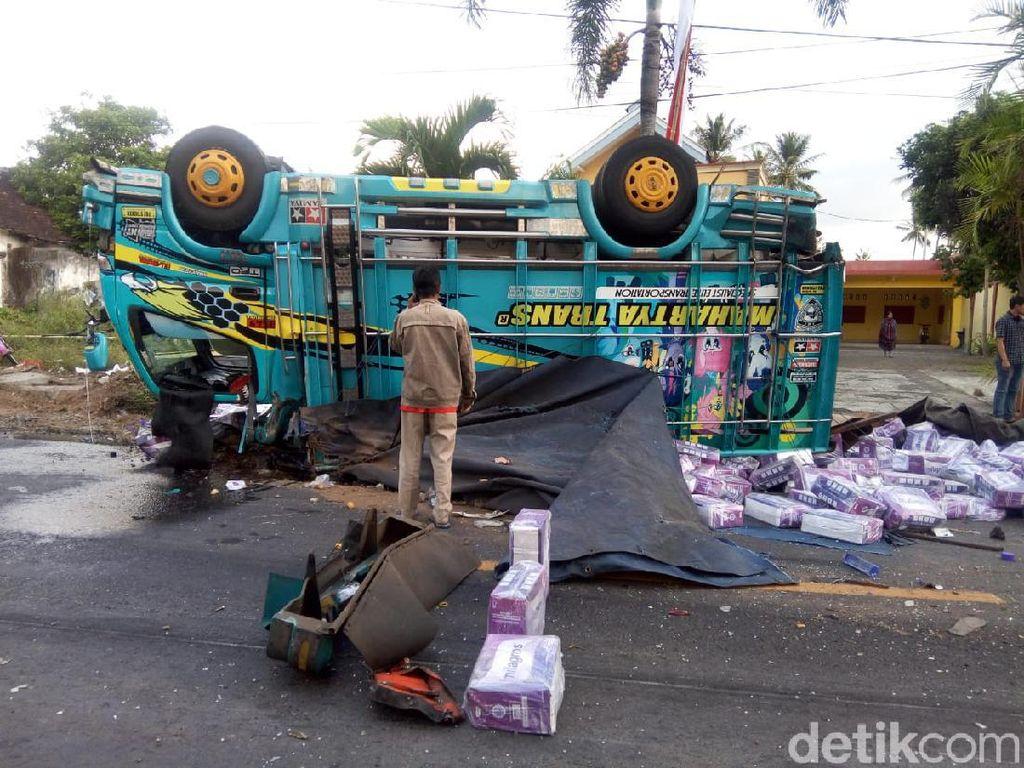 Truk Tabrak 5 Kendaraan di Jember, Lima Orang Tewas