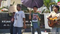 Kawal Sidang Tewasnya Randi, Mahasiswa Gelar Aksi di Kejari Kendari