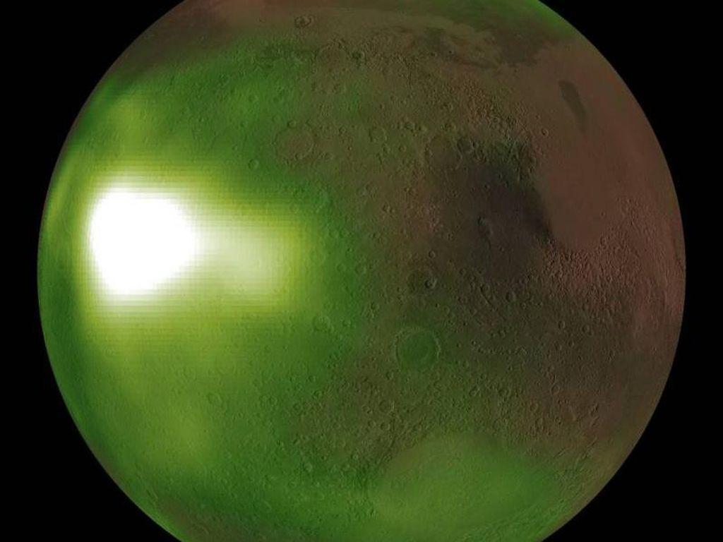 Langka! Langit Malam Mars Pancarkan Sinar UV