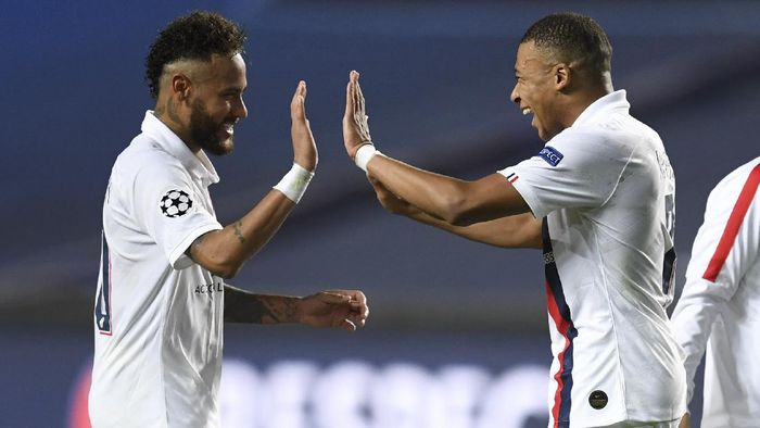 PSGs Neymar, left, celebrates with teammate PSGs Kylian Mbappe, right, after his teams win in the Champions League quarterfinal match between Atalanta and PSG at Luz stadium, Lisbon, Portugal, Wednesday, Aug. 12, 2020. (David Ramos/Pool Photo via AP)
