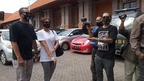 Pakai Masker, Nora Alexandra Jenguk Jerinx Jrx di Polda Bali