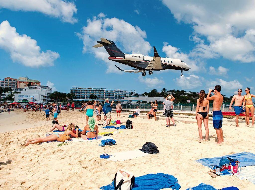 Potret Pantai yang Hanya Sejengkal dari Pesawat Terbang