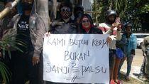 Pekerja Hiburan Malam di Makassar Demo, Massa Bawa Poster Butuh Kerja