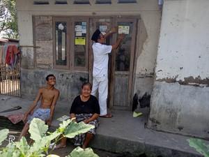 Cegah Bantuan Ganda, Penerima Bansos di Kabupaten Serang Dipasang Stiker