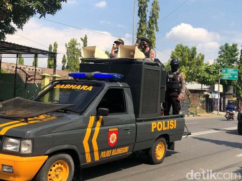 Petugas di Bojonegoro Patroli Skala Besar Sosialisasikan Protokol Kesehatan