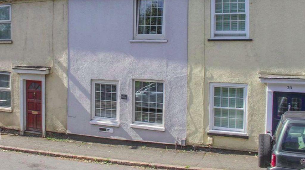 Foto Rumah Unik dengan Pintu Rahasia yang Bikin Bingung, Dijual Rp 4 M