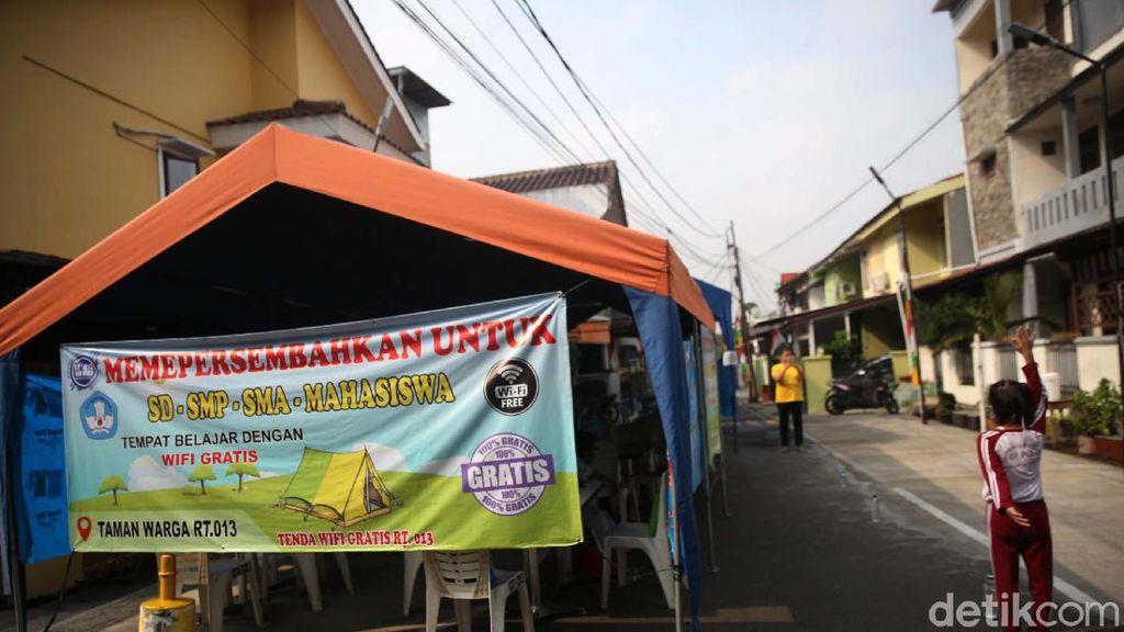 Senangnya Pelajar Dapat WiFi Gratis di Tenda Pintar