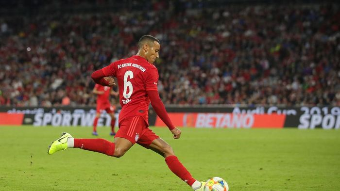 MUNICH, GERMANY - JULY 31: Thiago Alcanatara of Muenchen runs with the ball  during the Audi Cup 2019 final match between Tottenham Hotspur and Bayern Muenchen at Allianz Arena on July 31, 2019 in Munich, Germany. (Photo by Alexander Hassenstein/Getty Images for AUDI)