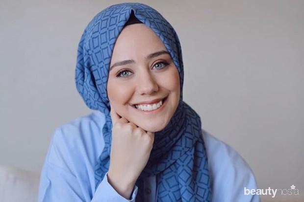Undertone cool biasanya ditemukan di kulit putih dan gelap dan warna hijab yang cocok adalah silver, abu-abu, biru muda, hijau tosca, ungu mauve, dan ash blue