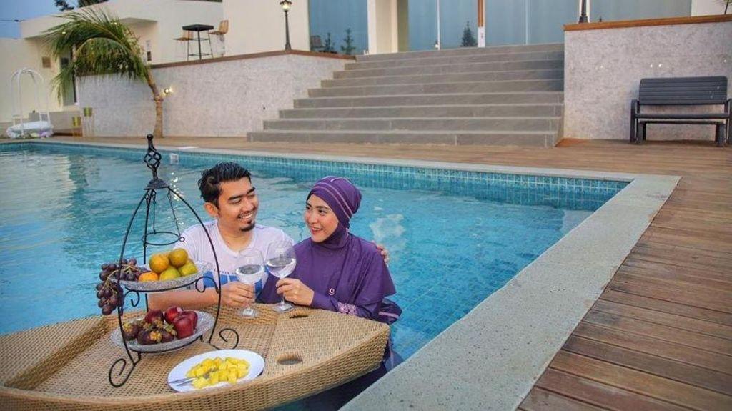 Intip Megahnya Villa Mewah Ustaz Solmed dan April Jasmine