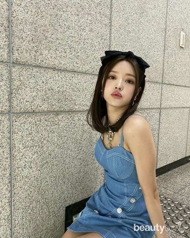 Sebelumnya bernama Yoo Yeonjoo kemudian diganti menjadii Yoo Shiah.