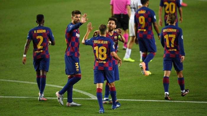 BARCELONA, SPAIN - AUGUST 08: Lionel Messi of Barcelona celebrates with his team after he scores his sides third goal during the UEFA Champions League round of 16 second leg match between FC Barcelona and SSC Napoli at Camp Nou on August 08, 2020 in Barcelona, Spain.  (Photo by David Ramos/Getty Images)