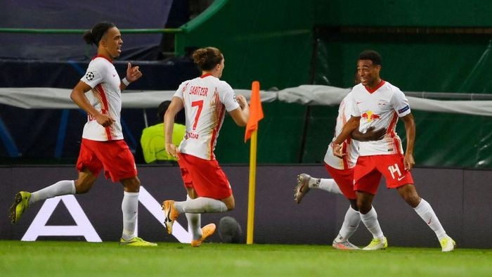 LISBON, PORTUGAL - AUGUST 13: Tyler Adams of RB Leipzig celebrates with teammates after scoring his teams second goal during the UEFA Champions League Quarter Final match between RB Leipzig and Club Atletico de Madrid at Estadio Jose Alvalade on August 13, 2020 in Lisbon, Portugal. (Photo by Lluis Gene/Getty Images)