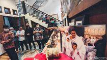 Anies Baswedan Melayat dan Ucapkan Duka untuk Cucu Ahmad Kurnia