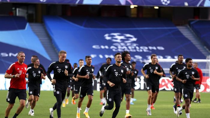 Bayern players run during a training session at the Luz stadium in Lisbon, Thursday Aug. 13, 2020. Bayern Munich will play Barcelona in a Champions League quarterfinals soccer match on Friday. (Rafael Marchante/Pool via AP)