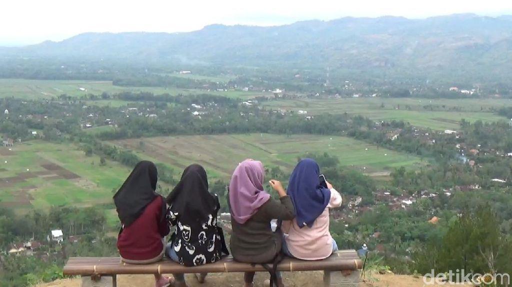 Foto: Pemandangan Aduhai dari Bukit Cantik di Trenggalek