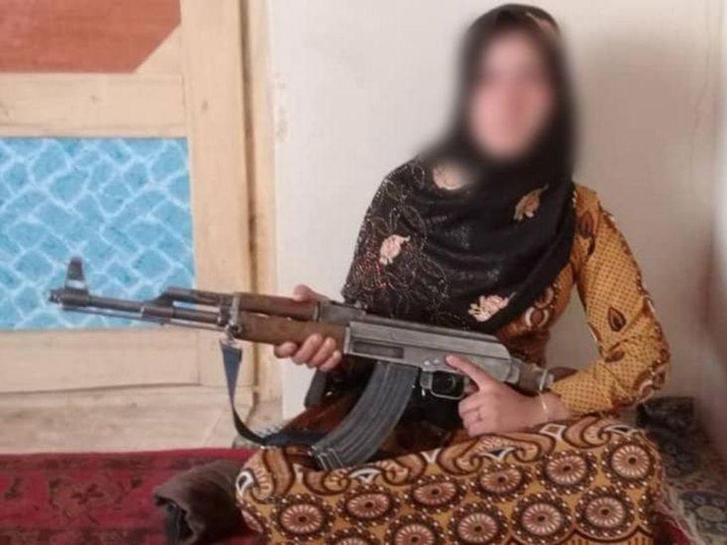 Cerita Gadis Afghanistan Angkat Senapan AK-47 Demi Membela Keluarga