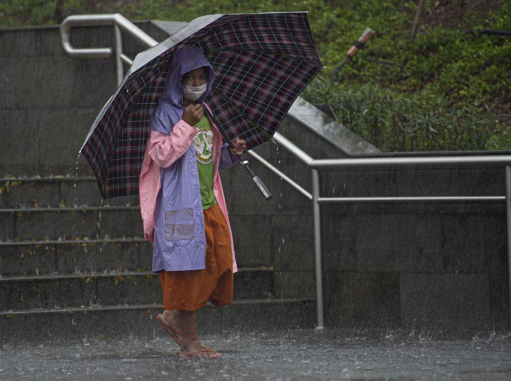 Waspada Hujan Petir dan Angin di 3 Wilayah DKI Pada Hari Ini