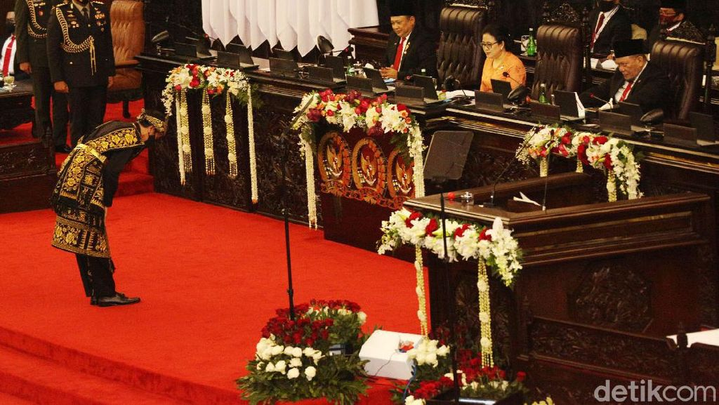 Momen Jokowi Bungkukkan Badan ke Pimpinan Sidang Tahunan MPR