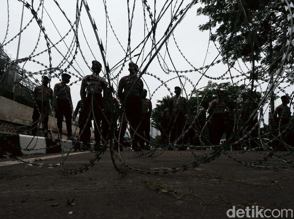 Kawat Berduri Amankan Gedung DPR saat Sidang Tahunan