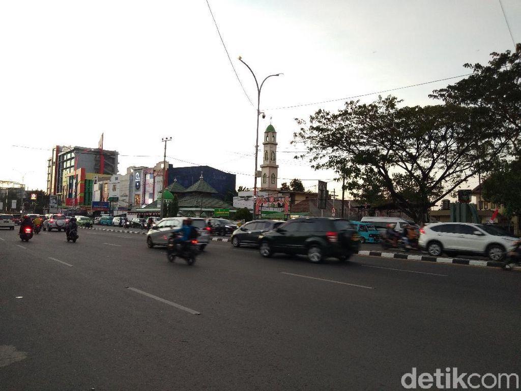 Massa Tolak Omnibus Law di Depan DPRD Sulsel Bubar, Lalin Kembali Lancar